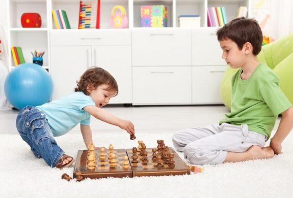 Clases de ajedrez para niños en Valencia - hermanos