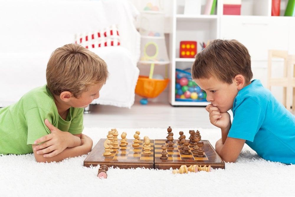 clases de ajedrez en Valencia para niños - niños jugando