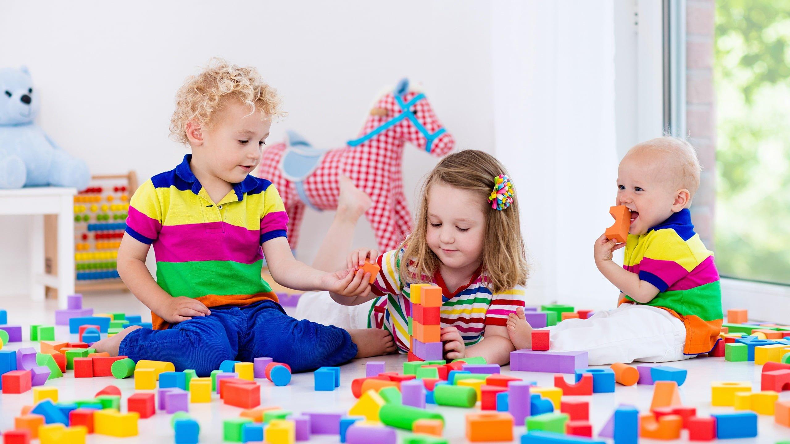 escuela infantil bilingüe en valencia - tres niños