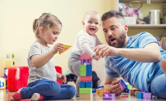 escuela infantil en Valencia - padre con niños