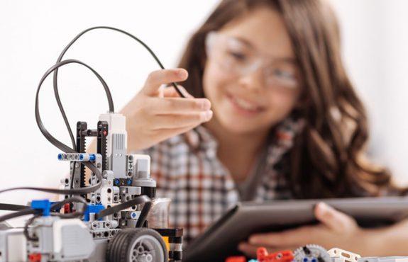 Clases de robotica para niños en Valencia - niña programadora