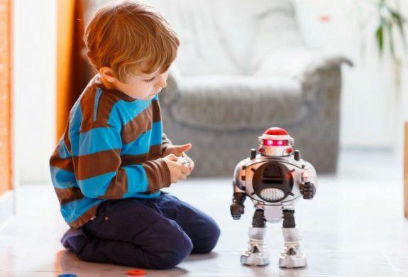 Clases de robótica para niños en Valencia - niño con robot