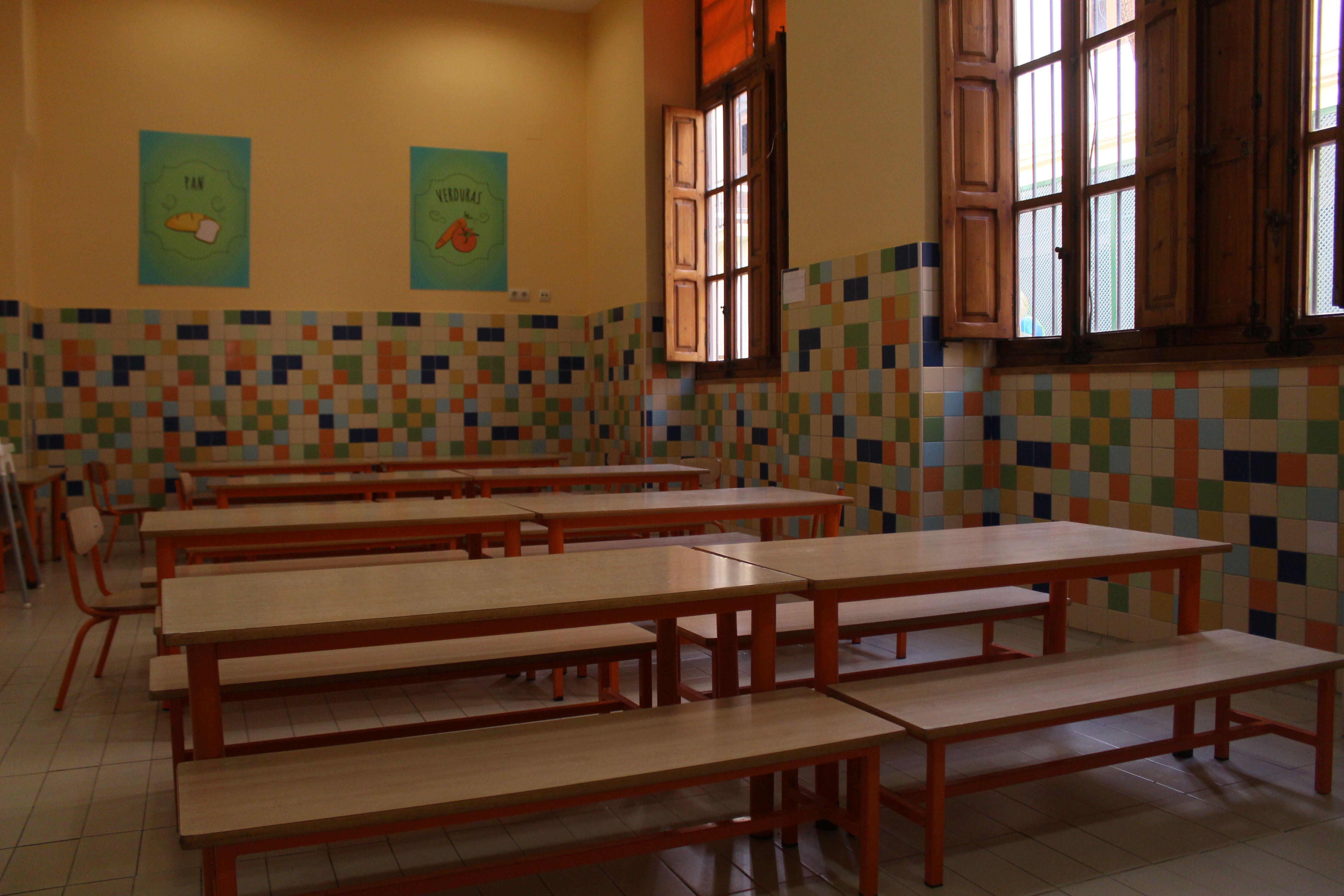 escuela infantil bilingüe en Valencia - bancos marrones