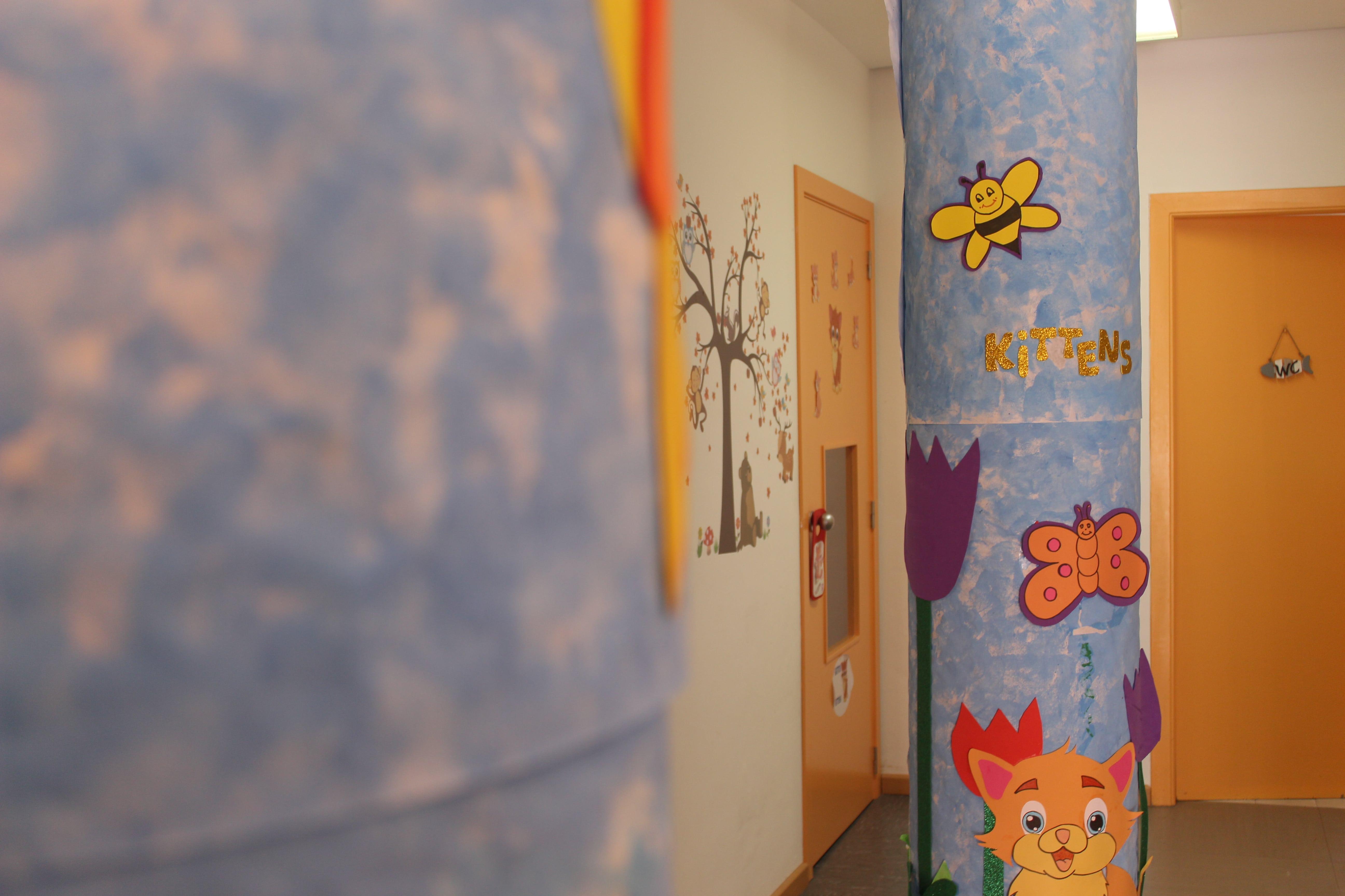 escuela infantil bilingüe en Valencia - columna azul