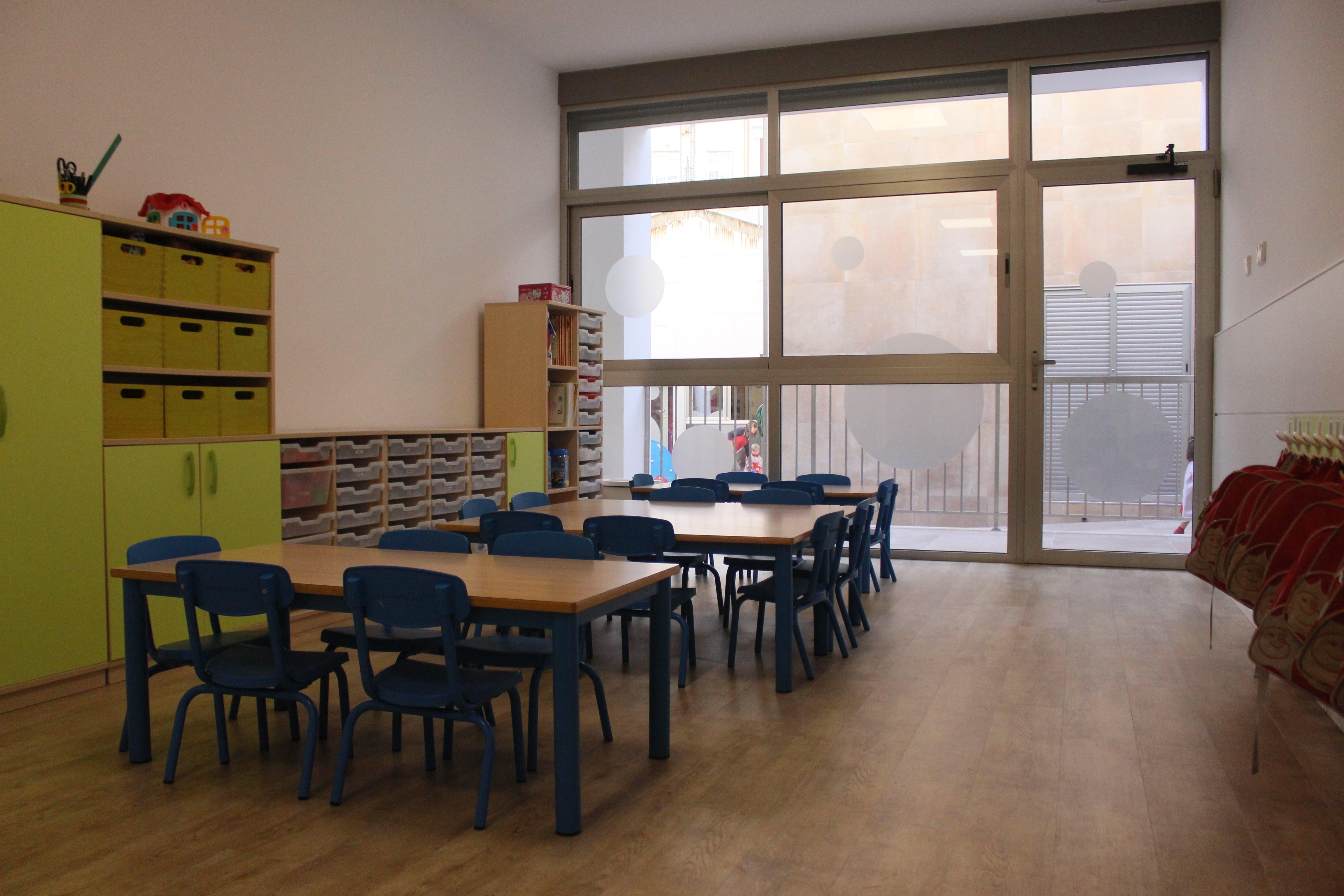 escuela infantil bilingüe en Valencia - escuela en azul