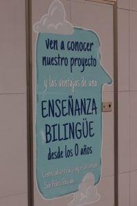 escuela infantil bilingüe en Valencia - letrero azul