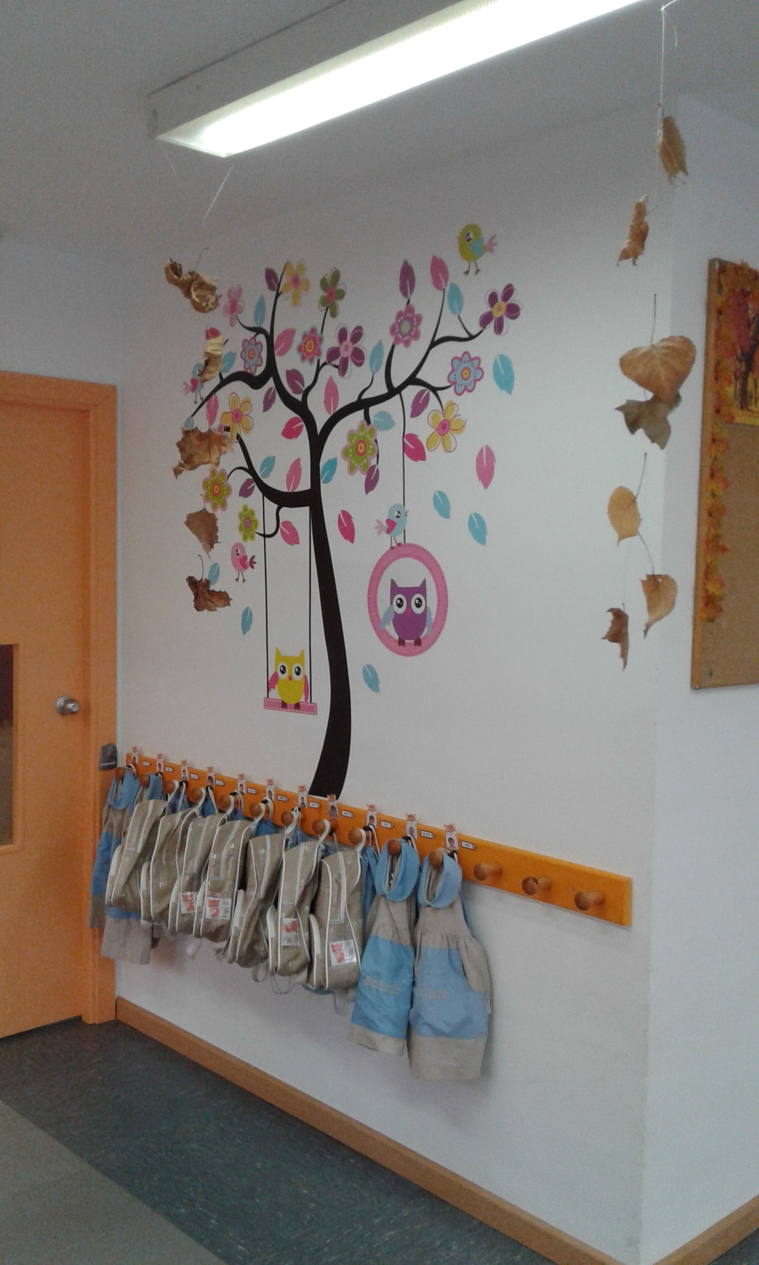 escuela infantil bilingüe en Valencia - mochilas grises