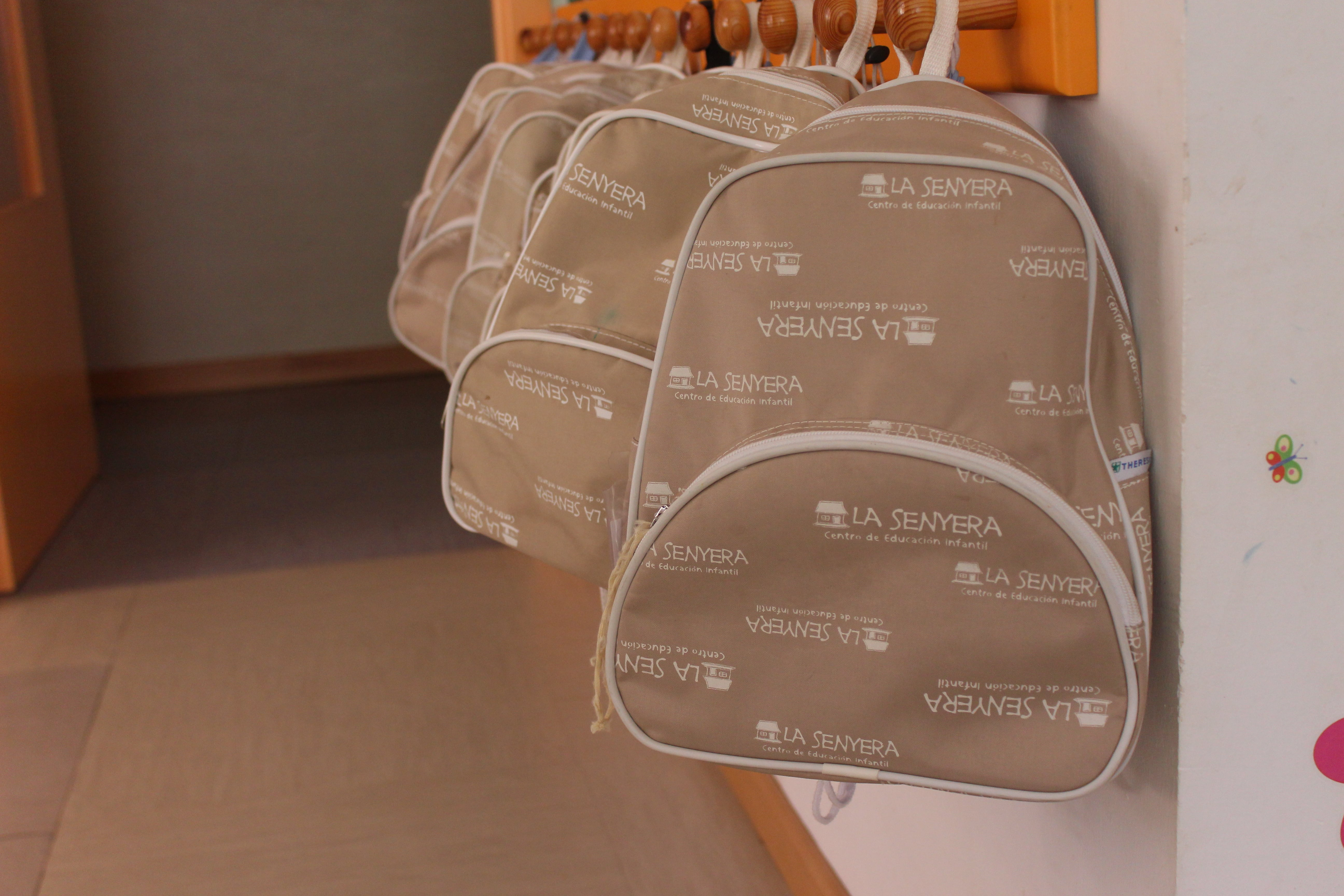 escuela infantil bilingüe en Valencia - mochilas marrones