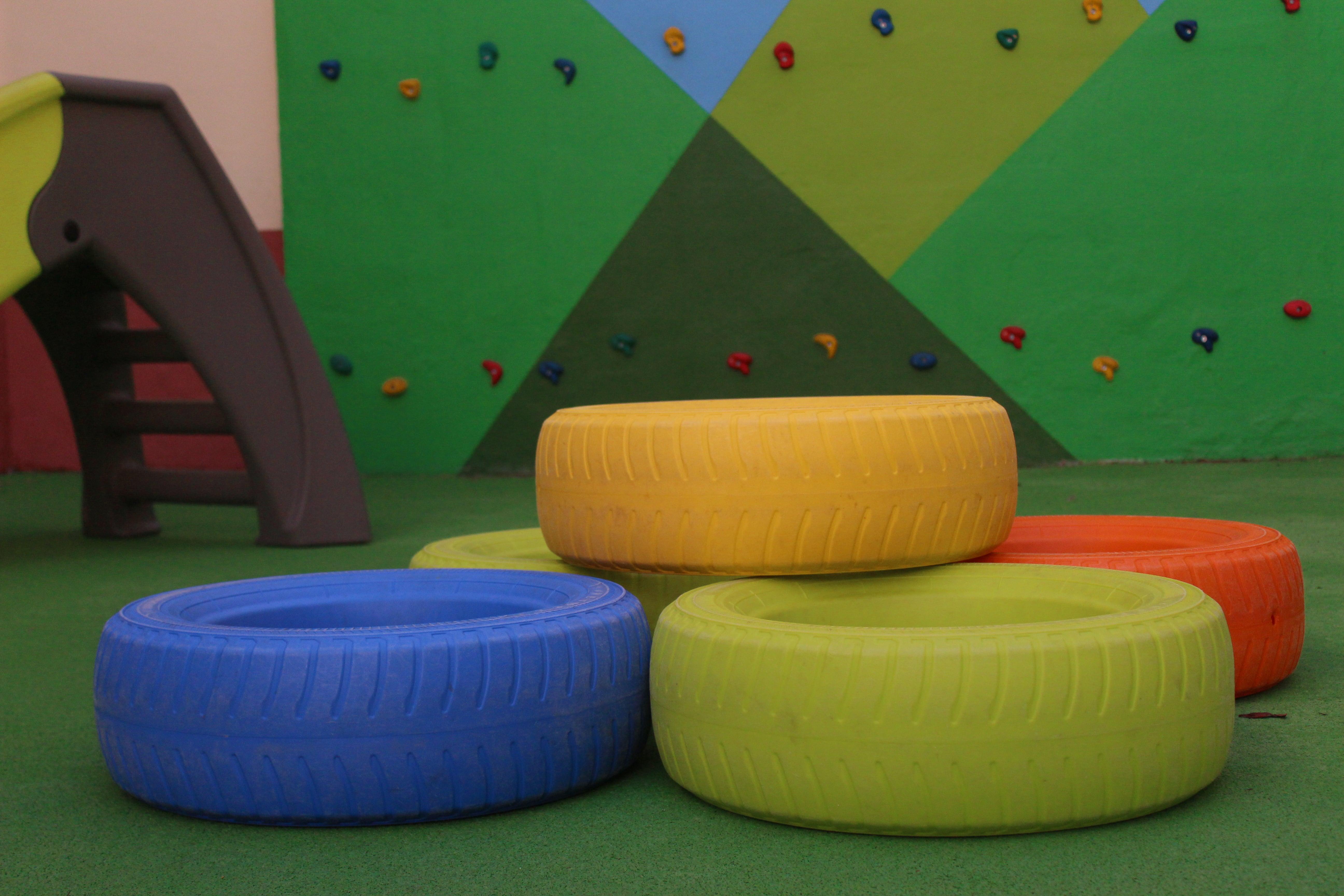 escuela infantil bilingüe en Valencia - neumáticos