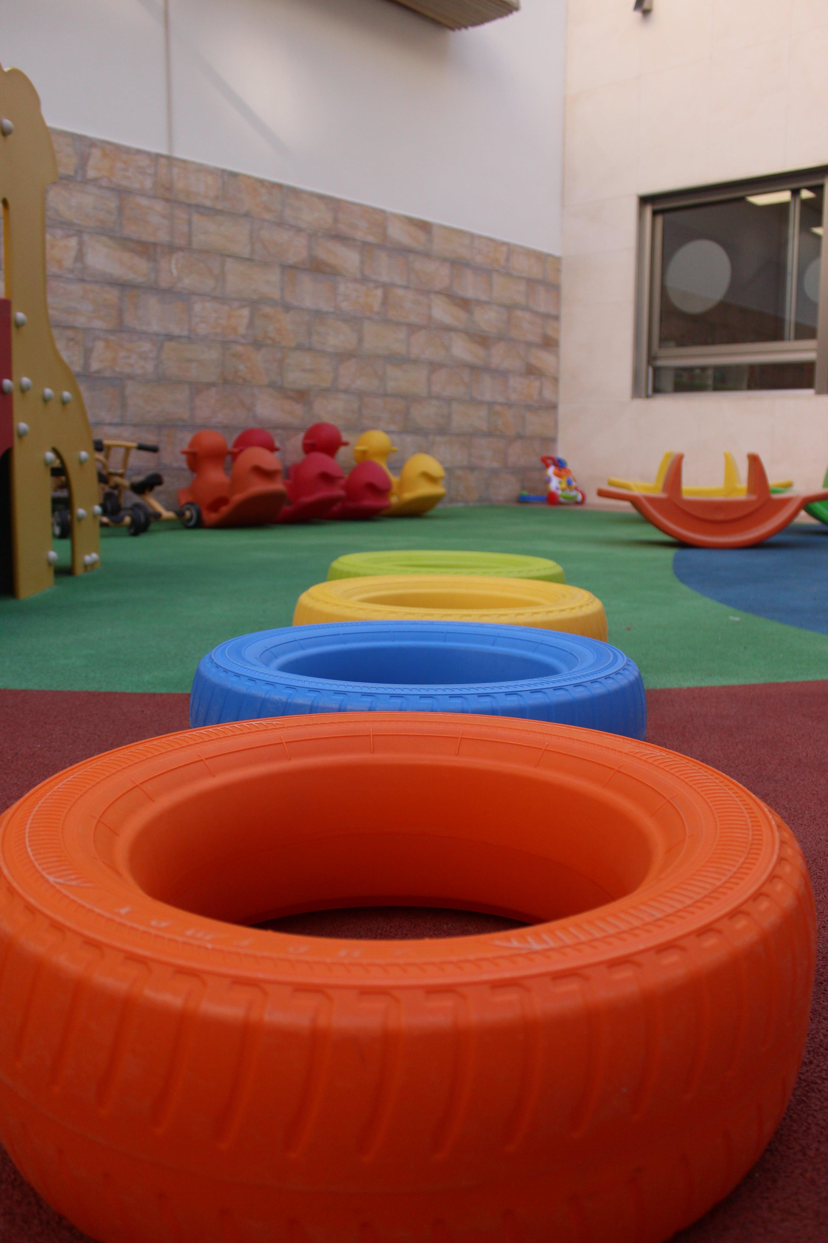 escuela infantil bilingüe en Valencia - neumaticos ordenados