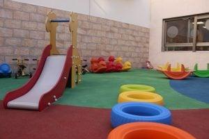 escuela infantil bilingüe en Valencia - patio con tobogan