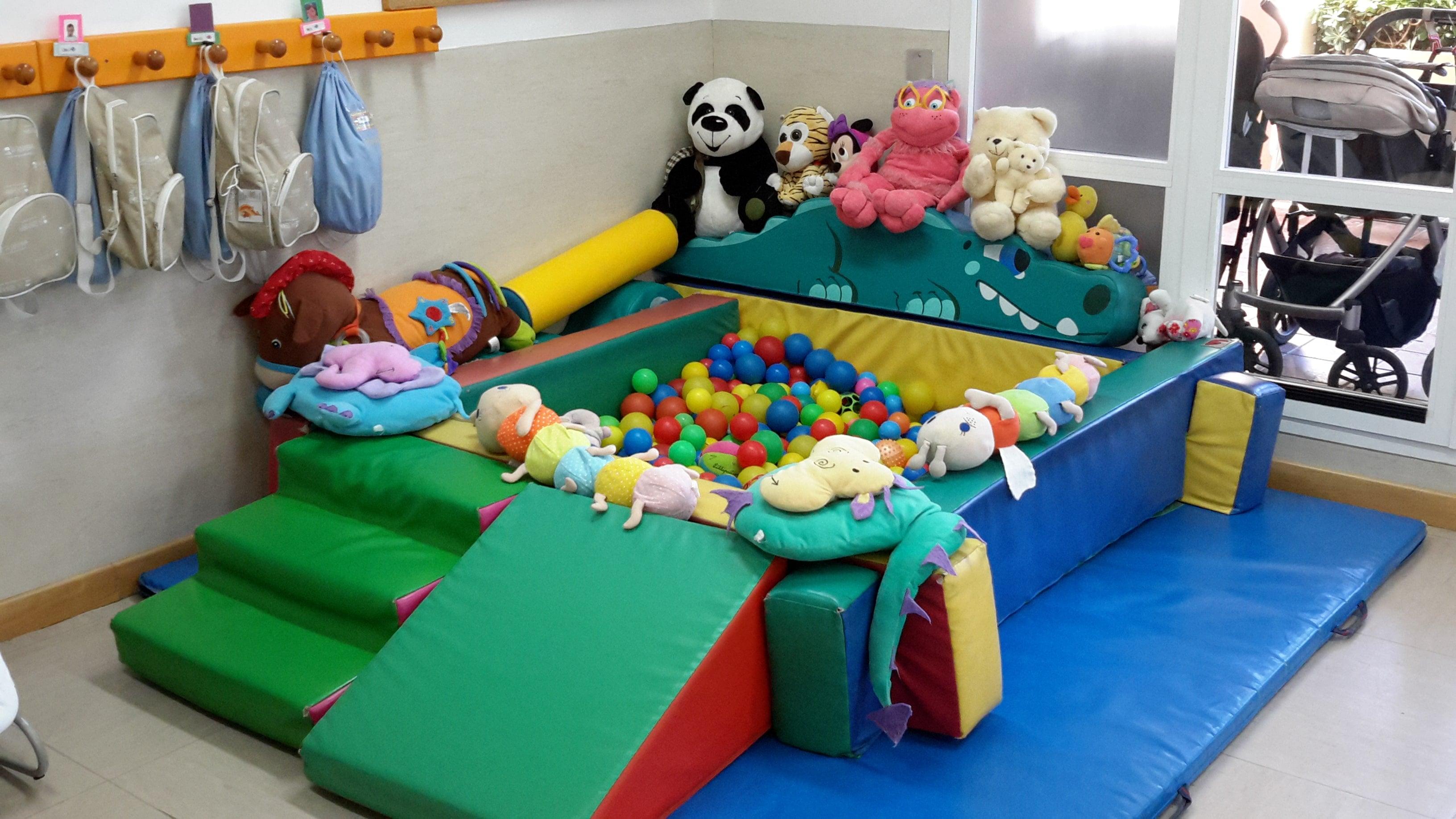 escuela infantil bilingüe en Valencia - piscina de bolas