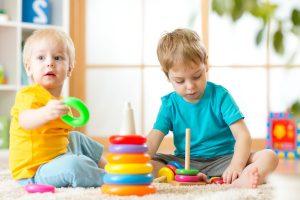 escuelas infantiles en Valencia - juguetes en el suelo