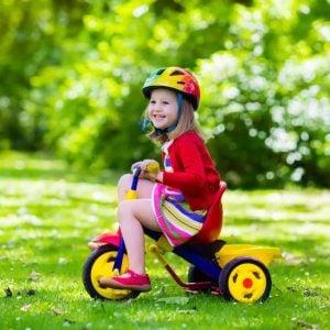 escuelas de verano en Valencia - niña en triciclo