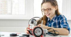 robotica educativa - niña jugando
