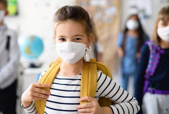 escuela infantil segura en valencia - niña protegida