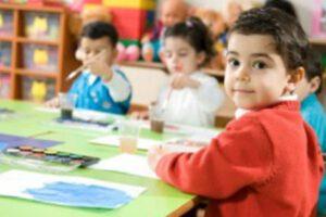 escuela infantil en inglés en Valencia - pintando