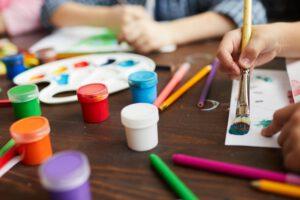 escuelas infantiles en el centro de Valencia - Pintando