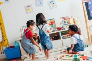 educacion infantil en valencia - niños jugando-min
