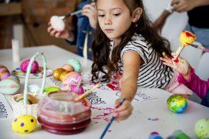 escuelas infantiles en valencia - niños pindando de diferentes formas