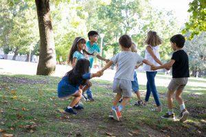 escuelas de verano en valencia - jugando en espacios verdes